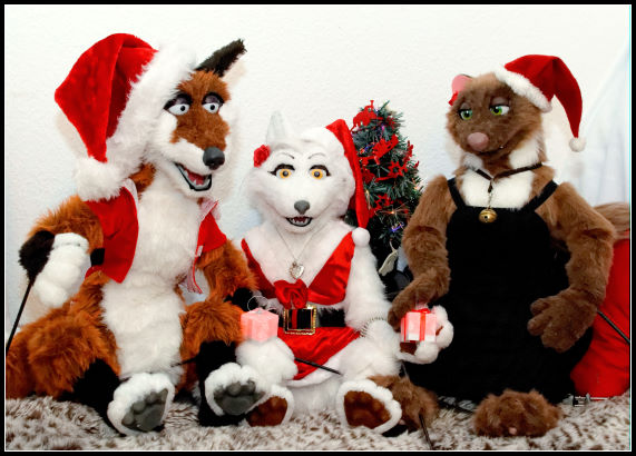 photo Tioh_puppet_xmas_2013_Marco_Aurelia_Monica_small_zps92235552.jpg